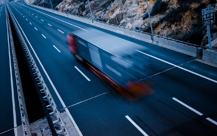 ¿Cómo disminuir riesgos de accidentes en la conducción gracias al IoT?