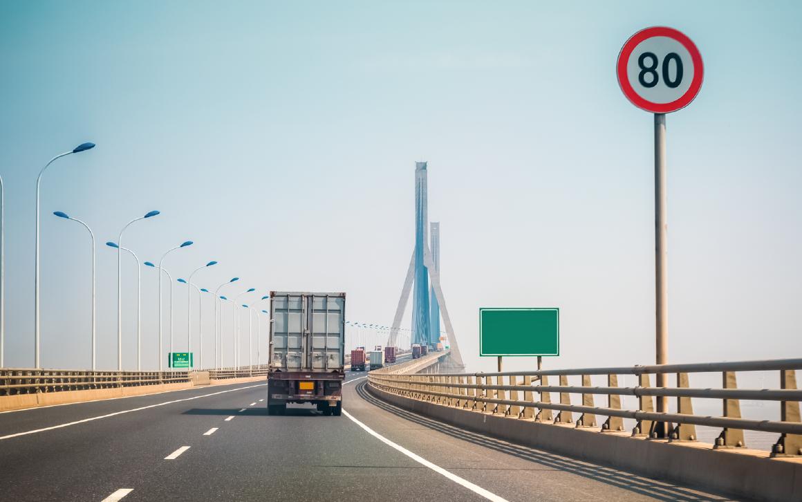 Cómo el control de flotas te ayuda a cumplir con la ley de transporte de carga